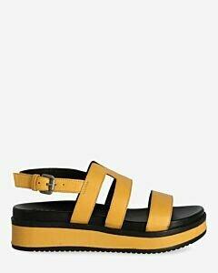 Gelbe-sandale
