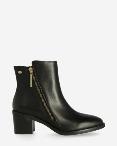 Heeled ankle boot soft smooth leather black