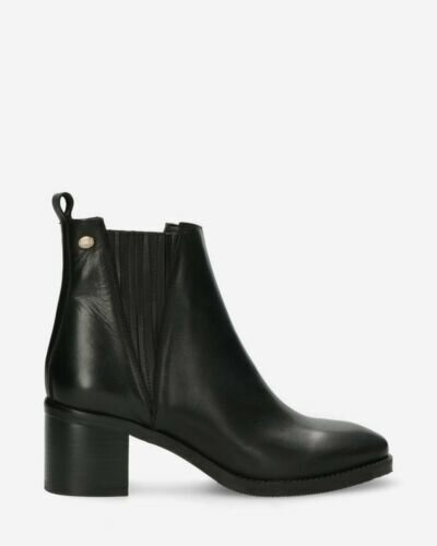 Chelsea ankle boot soft smooth leather black