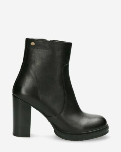 Ankle boot with zipper smooth leather black