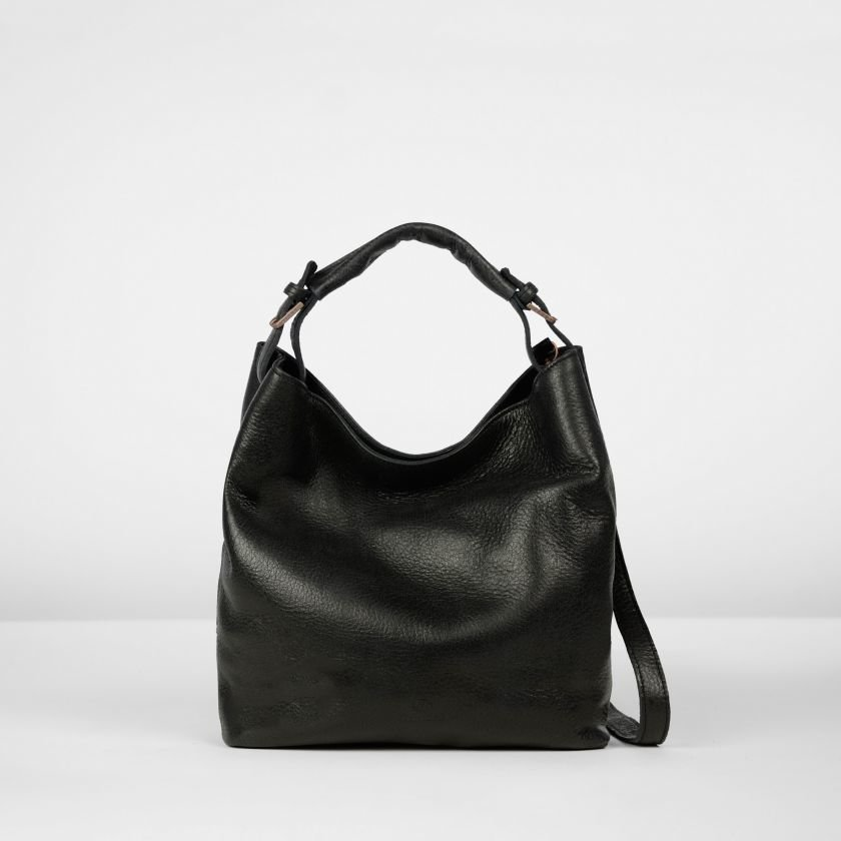Shoulderbag-hand-buffed-leather-Black