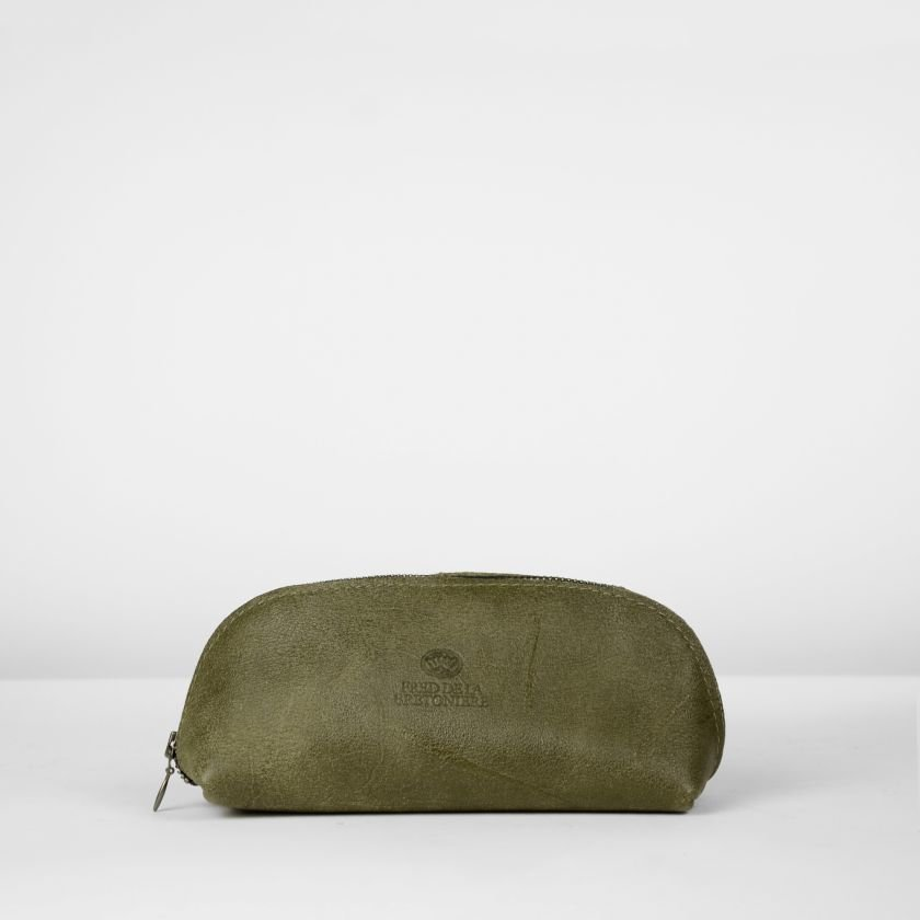 Toiletbag-hand-buffed-leather-Olive