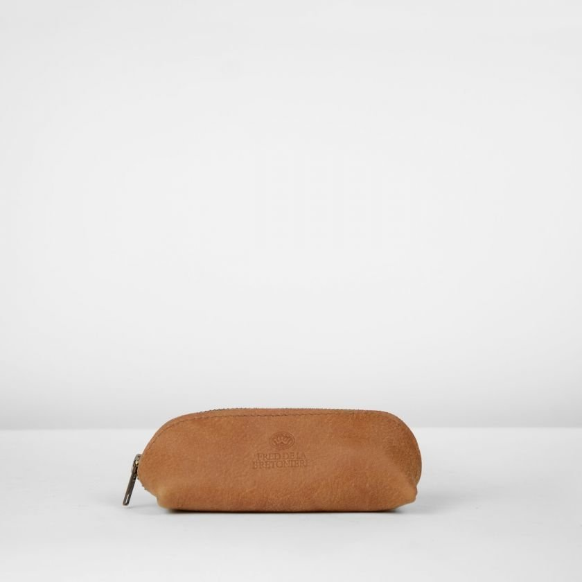Toiletbag-hand-buffed-leather-Cognac