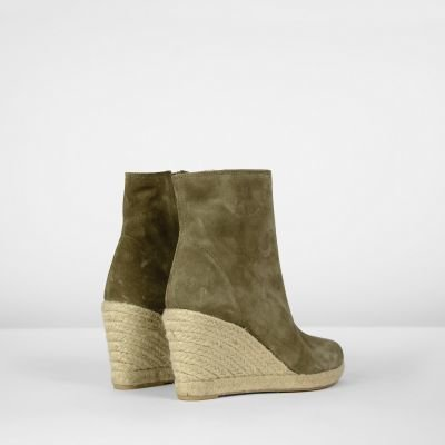 fred de la bretoniere ankle boot with espadrille wedge taupe 153010010 detail heel