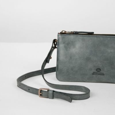 Shoulderbag-polished-leather-Black