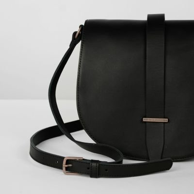 fred de la bretoniere shoulderbag in black natural dyed leather 262010001 detail front